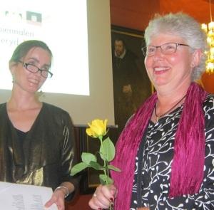 Ann-Charlotte Granström med en ros