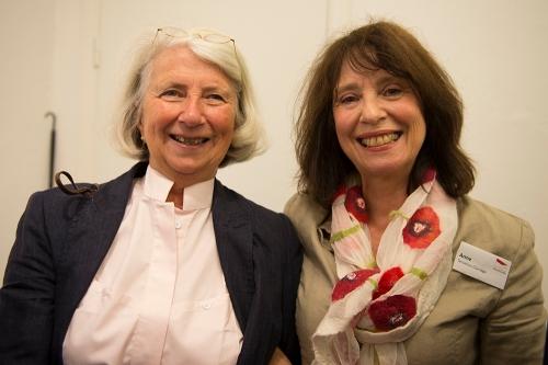 Konstrundans fuktionärer Marie Hogfors och Anne Terselius Claridge . . .