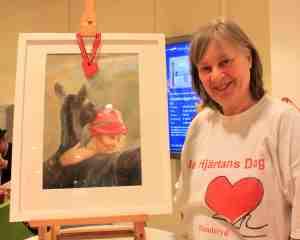 Britt Kirkegaard med sin akvarell